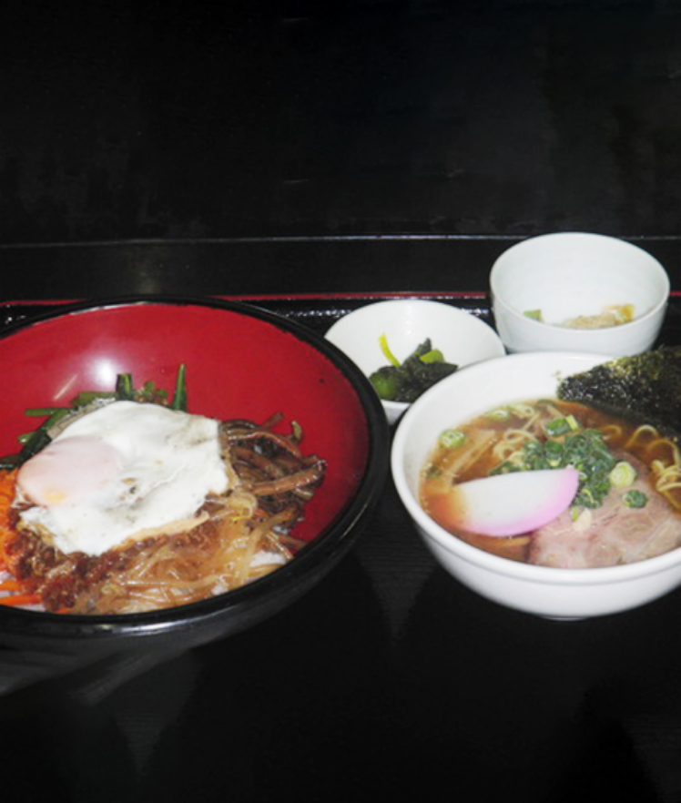 ビビンバとミニラーメン(醤油 or ゴマみそ)