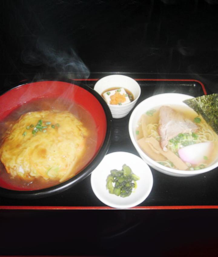 天津飯とミニラーメン(醤油 or ゴマみそ)